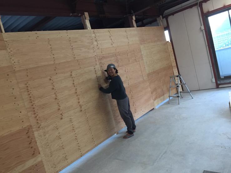 ほぼピーポくん一人で作った更衣室の壁、興奮のさとぅ