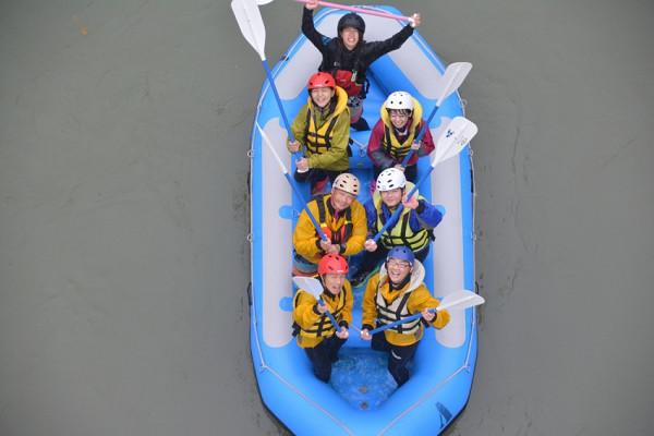 優勝したエステルボートのクルー達
