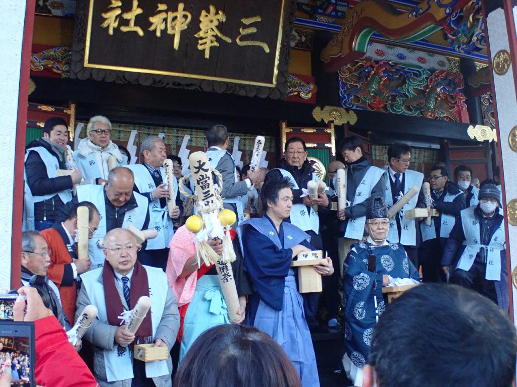 三峰神社ごもっとも様の様子