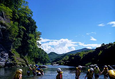 長瀞岩畳と参加者の浮遊体験